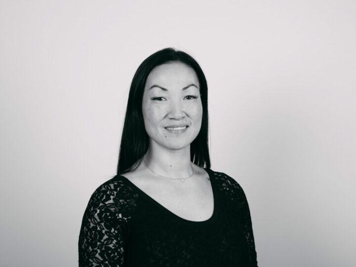 svartvit bild på kvinna